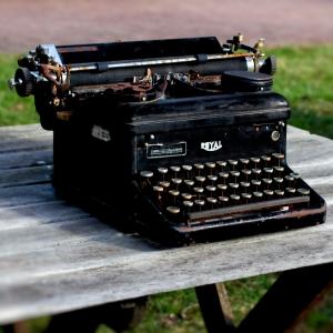 Old Typewriter (Photo by Emci)