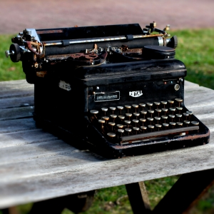 Old Typewriter (Photo by Emci)